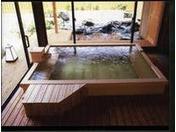 露天風呂棟「湯喜望殿」の檜風呂