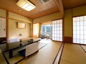 【錦帯橋側◆和室二間 8+8畳】 気楽にお泊りいただける角のお部屋。二世帯やグループにオススメです