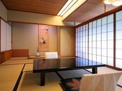 【山側◆和室 8~10畳】 価格重視の方に人気のお部屋。景色より料理を楽しみたい方にもおススメです。