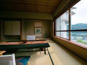 """【錦帯橋側◆貴賓室】[和室] もちろん和室からも """"日本三大名橋"""" の錦帯橋をご覧いただけます。"""