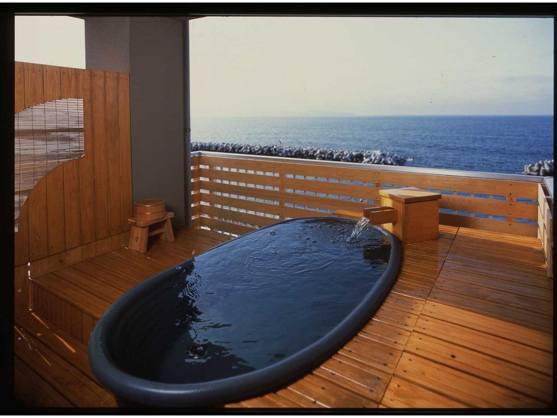和室8畳、日本海を独り占め露天風呂付客室(一例)