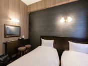 【カジュアルツイン】15平米の客室に80cm幅のベッドを2台設置。