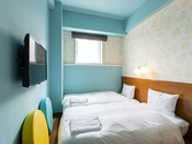 【フローリングツイン】15平米の客室に95cm幅のベッドを2台設置。