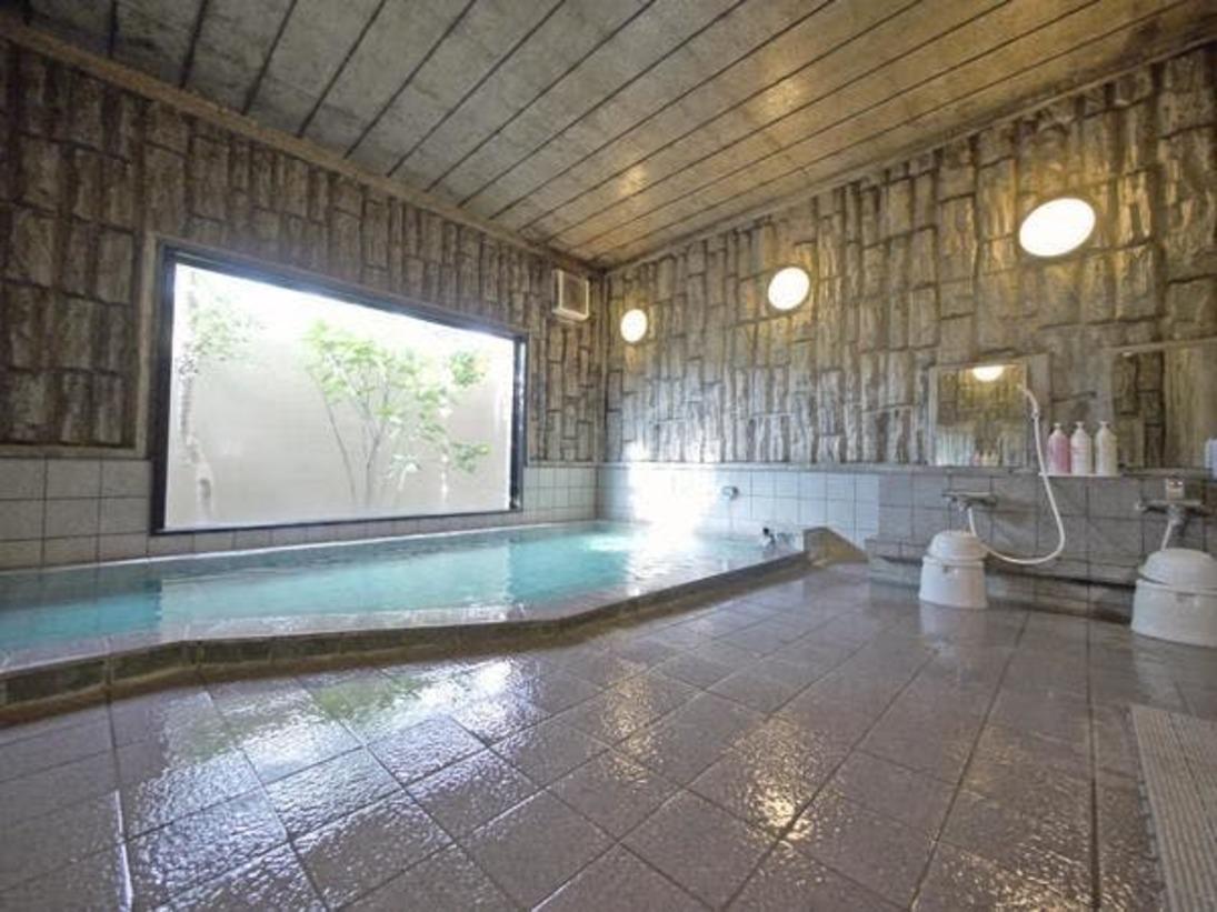 大浴場 足を伸ばして温まれます。