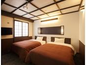 【和モダン・ツインベッドルーム】上質の睡眠を提供できるようシモンズのセミダブルのベッドを選択しました。