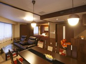 【コンフォートツインルーム】広さ48平米のツインルーム。ダイニングテーブルやミニキッチンを備えております。