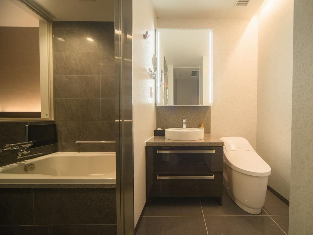 浴槽付きバス、トイレ