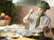 食後のデザートはお客様の目の前で仕上げる蕎麦蜜ソフト