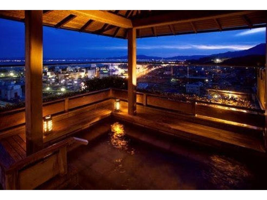 びわ湖を一望できる最上階(11階)の露天「月心の湯」