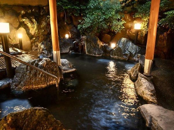 夜の露天風呂も良い雰囲気
