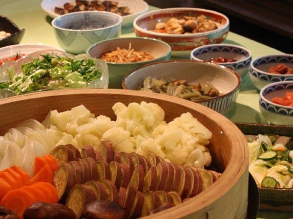 【朝食一例】地元野菜をふんだんに