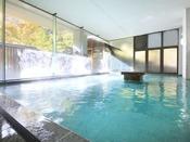 ホテルおかだ内大浴場(女湯)です。広々とした湯船で、旅の疲れを癒してくださいませ!