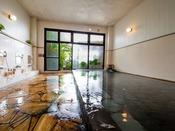 【大浴場】指宿温泉は保湿を感じる成分の含有量が全国でも上位。当館の湯は美肌の湯と言われています。しっとり潤う保湿成分たっぷりな温泉をご堪能下さいませ。