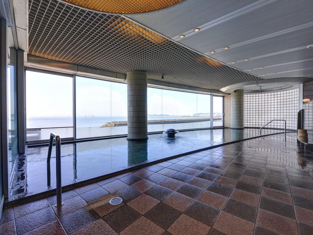 *大浴場/竹島の絶景を眺めながら、温かい湯船に浸かる贅沢なひと時。