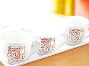 客室内のマグカップ