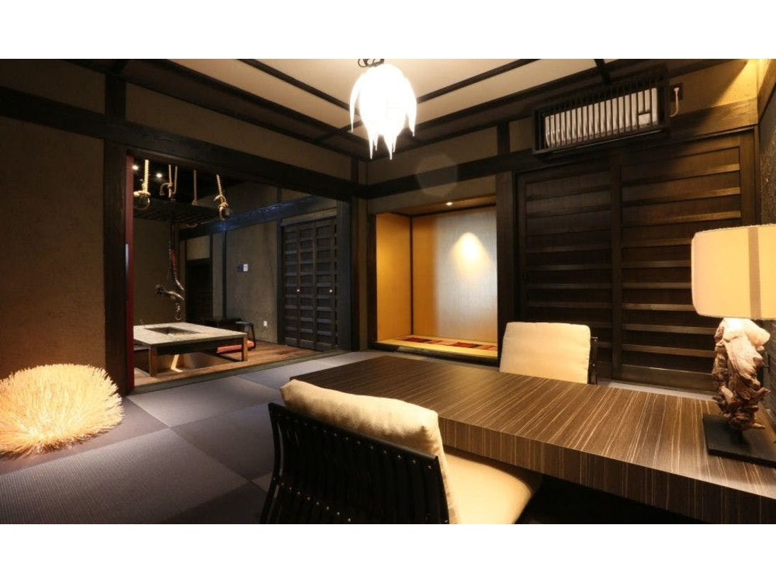 【客室/十六夜】立派な梁組みが特徴の悠然とした雰囲気のお部屋です