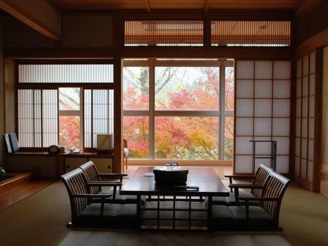 窓外の景色は四季折々にその表情をかえ、訪れる者の心を癒します。