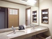 華陽棟客室には洗面台が2台ございます。
