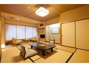 露天風呂付客室。川側10畳の和室です。