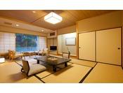 利根川渓流を望む川側和室8畳~12畳谷川岳と利根川に囲まれた当館ならではの客室です。