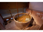 露天風呂付客室。良質な水上の温泉と利根川のせせらぎを独り占め。