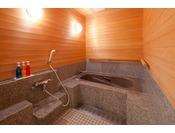 準特別室のお風呂です。バリアフリータイプなのでどなた様でも安心してご利用頂けます。