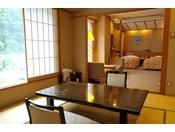 和洋室。豊かな自然を望む落ち着いた空間です。