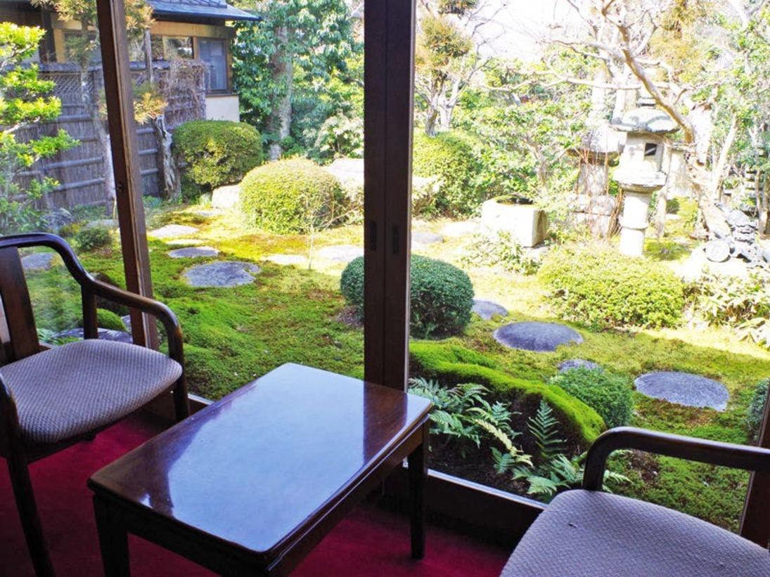 全客室から見える美しい日本庭園