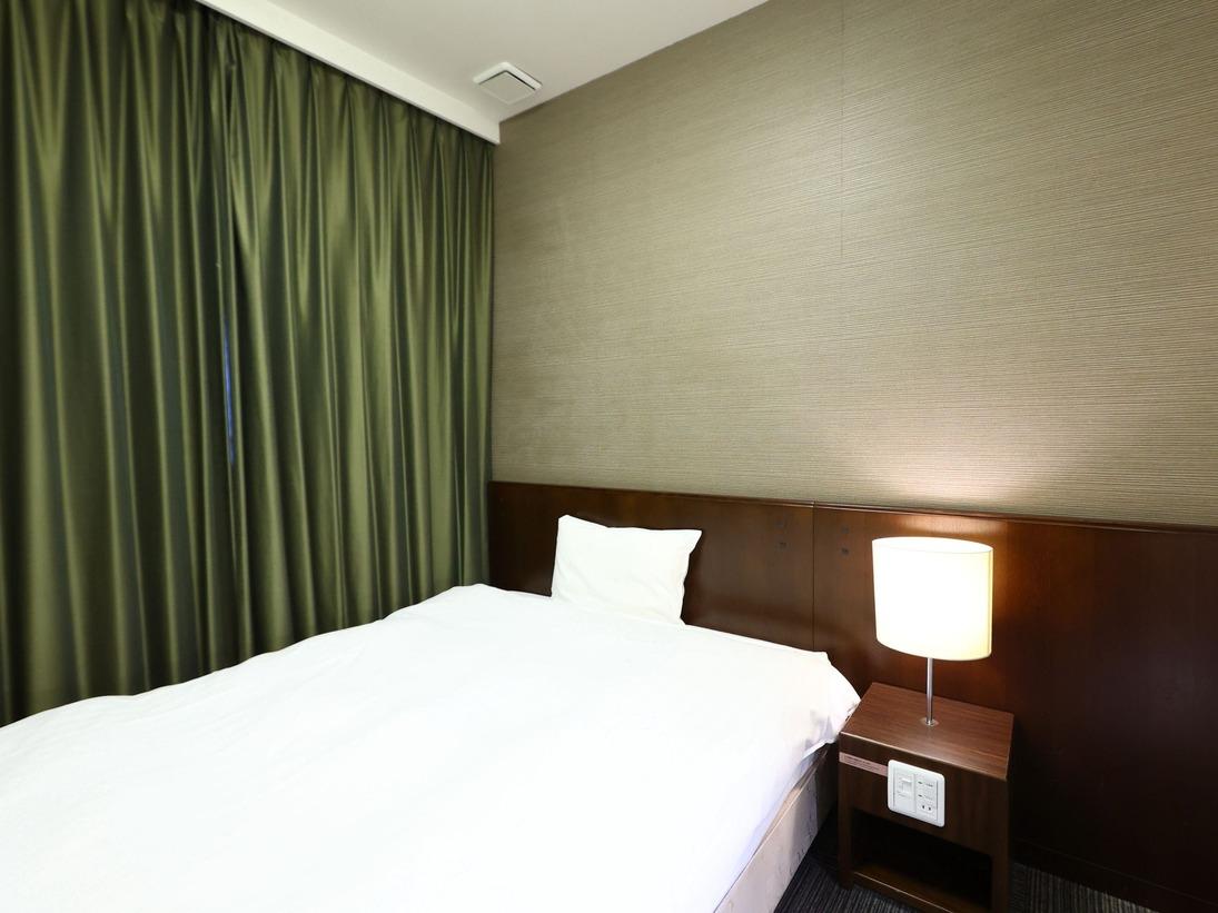 ◆エコノミールーム 11平米 ベッドサイズ140cm×195cmトイレ、シャワーブースなし