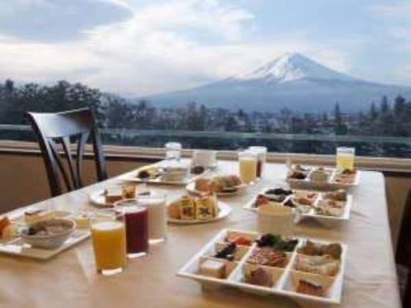 富士を望む朝食会場