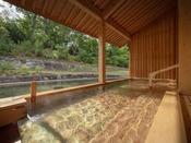 【露天風呂】ぶなの森の風が爽やかな露天風呂
