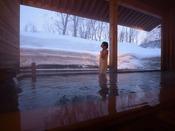 【露天風呂】雪見露天風呂が楽しめます。