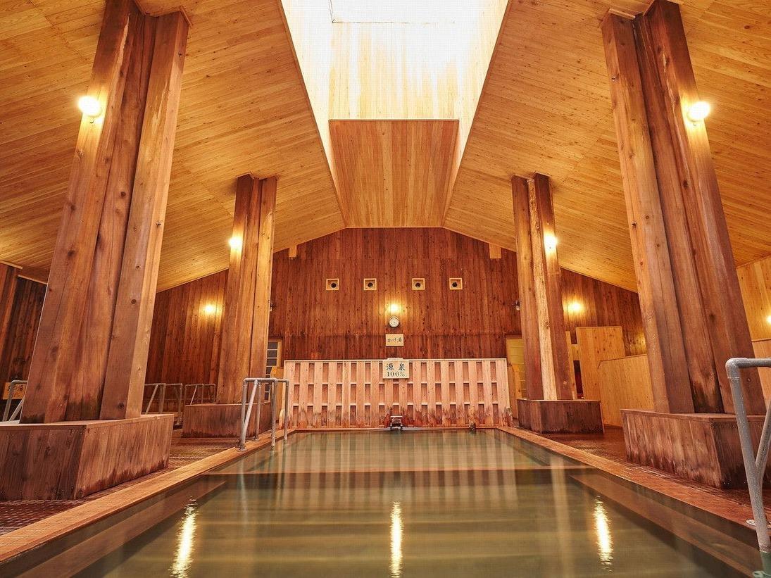 【大浴場】天井が吹き抜けになりより開放的な空間へ。