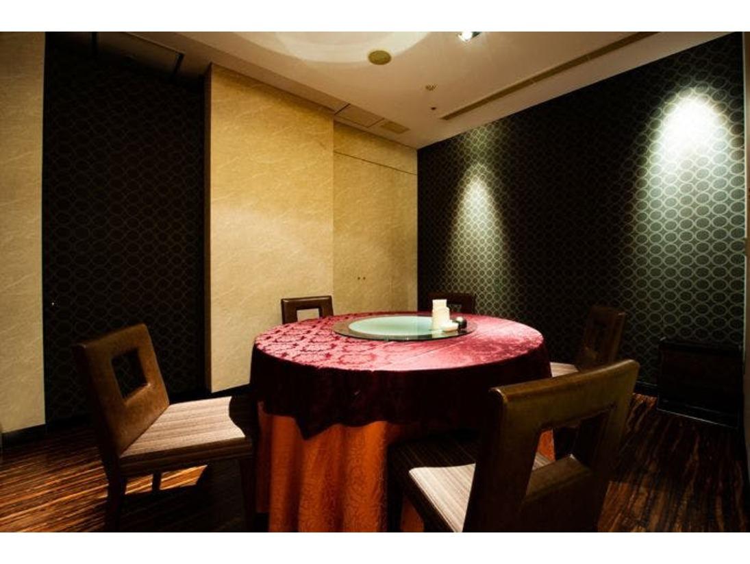 夕食会場の「中国料理 花梨」個室もございます