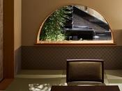 ラウンジには座敷スペースもあり、ゆったりとお時間を過ごしていただきます。
