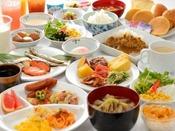 「みちのく山形」ならではの朝ごはん! 和洋折衷のバイキングでお楽しみください。※朝食のみ営業です。館内に夕食処はございません。予めご了承ください。