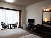 【空気清浄機】 全客室に加湿機能付き空気清浄機を完備!洋室はUSBポート有。