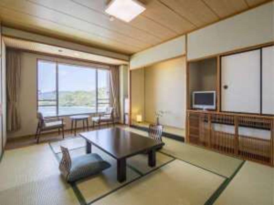 望館 海側客室窓からは鳥羽湾が一望いただけます。