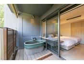【カジュアルツイン(露天風呂付)】客室の露天風呂です。