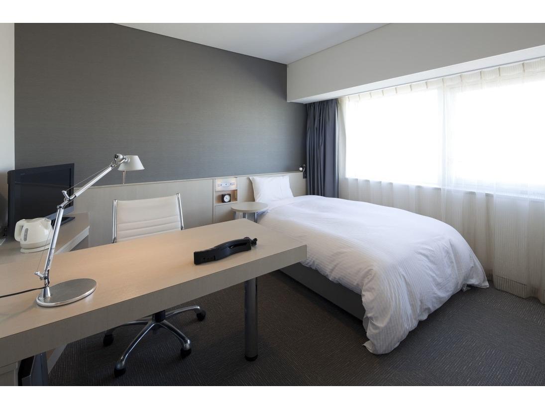 客室(シングルルーム)の写真になります。8~14Fがシングルルームになります。高層階からの眺望も最高です。