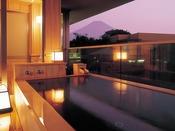 ゆらく山彦亭「湯話(ゆばなし)」/客室付露天風呂 ※晴天時には富士山が望めます