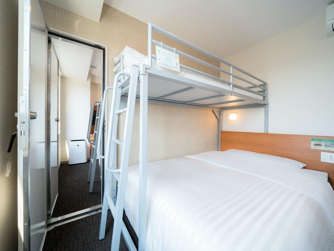 ■隣のお部屋とつながっています。全室150cm幅ワイドベッド+90cm幅ロフトベッド