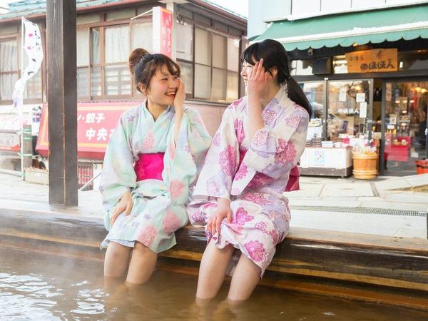温泉街で気軽に浸かれる足湯