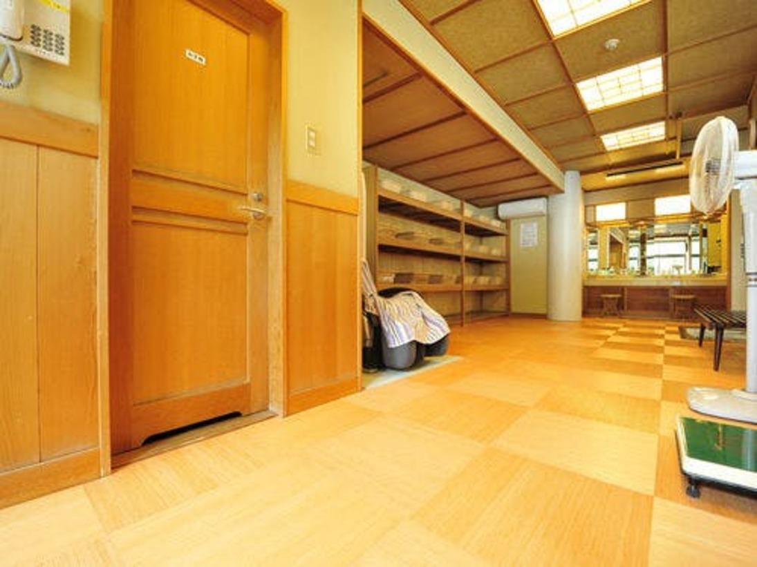 *脱衣所/広々としたスペースの中でご利用いただけます。