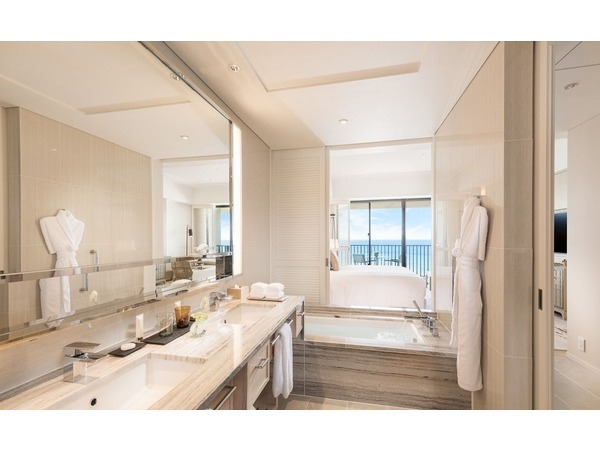 Deluxe Ocean View Bathroom