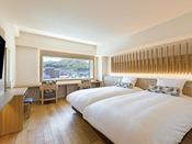 【客室】プレミアデラックスツイン/30平米/白木を基調とした光あふれる空間。