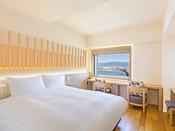 【客室】プレミアダブル/20平米/白木を基調とした高層階のお部屋です。