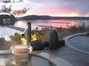 庭園露天風呂(女湯)の夕景