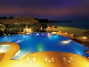 夏季限定「レインボープール」 夜はナイトプールとして光るウキワなどのレンタルも開始いたします。