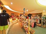 琉球ファッション館「ちゅらさん」かりゆしウェアをはじめ、リゾートウェアやサンダル、帽子などのファッションアイテムやアクセサリーなど豊富な品揃え。